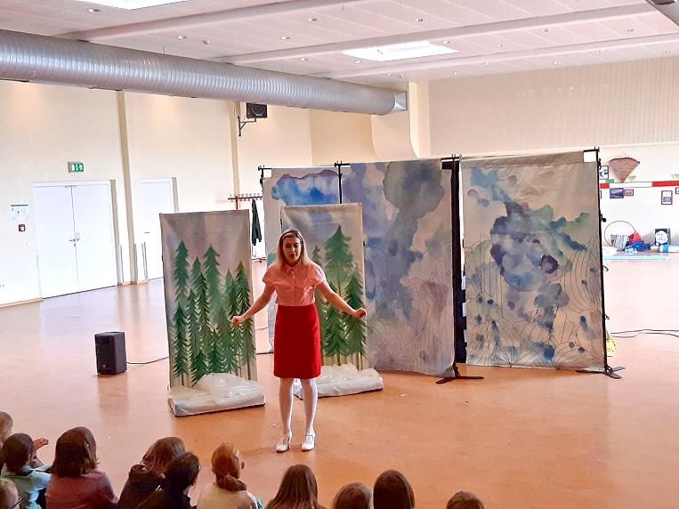 White Horse Theatre zu Gast an der Hundertwassergrundschule Leeste