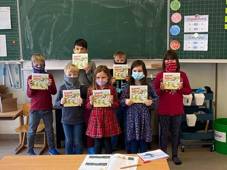 Bücherspenden für unsere zweiten und vierten Klassen