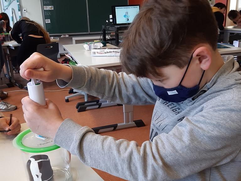 Das Deutsche Luft- und Raumfahrtzentrum (DLR) fliegt in unser Klassenzimmer